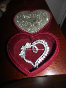 NEW EXTRA LARGE CRYSTAL HEART BROACH