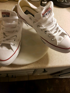 Converse classic sneakers size 11 but fit 12