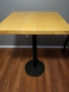 Bar/Pub table