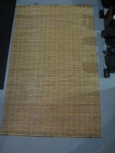 Stores horizontaux et rideaux de bamboo