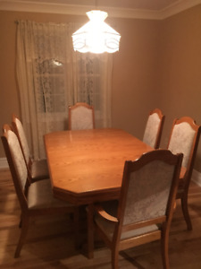 Solid Oak Dinning Room Table six Chairs