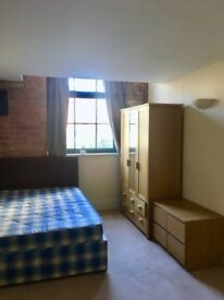Double room available NOW until start October - Manchester city centre, 2 min from Oxford Rd station