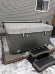 Hydro Pool hot tub - 10 months old - self cleaning