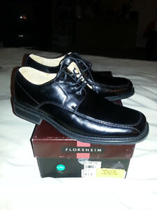 Men's Florsheim Leather Shoes (NEW IN BOX)