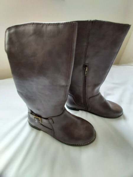 Winter brown boots mid calf lined with belt buckle and zipper