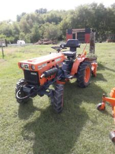 Kubota Yard Tractor B7100