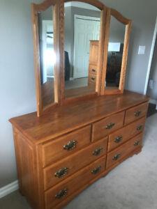 Quality solid oak queen bedroom set