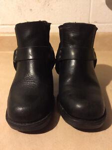 Women's Rugged Terrain Slip-On Boots Size 6 London Ontario image 5