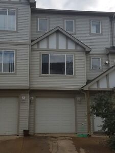 Four Bedrooms Townhouse for Rent