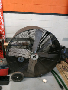 "42"" drum fan *2 available* worth 800$ each new"