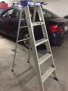 LITE 5 foot aluminum ladder 200lb max