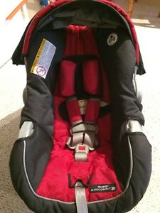 Graco SnugRide Classic Connect 30 Infant Car Seat