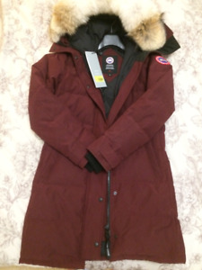 Canada Goose Ladies Shelburne parka size Small, brand new