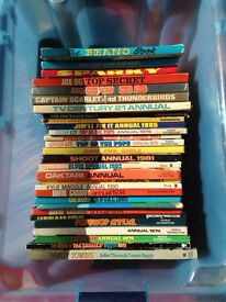 Job lot of 28 vintage annuals