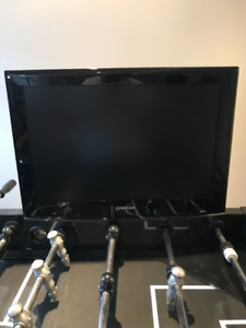 "SAMSUNG 22"" LCD TV c/w multi direction wall mount"