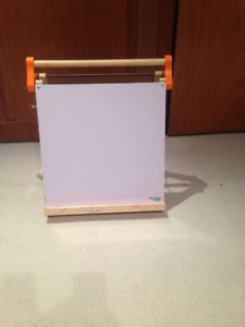 Children's drawing easel