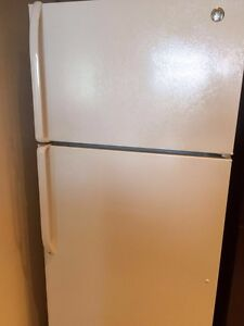 Fridge General Electric 18.2 cu ft and Stove