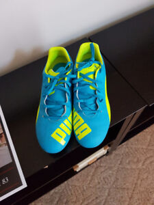 Brand New Puma soccer shoes size 8