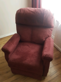 Electric Riser Recliner Chair. Very Good Condition. Excellent Workings