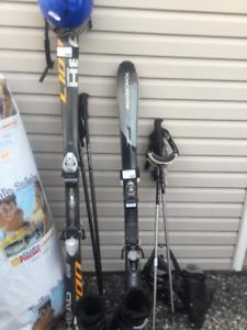 Skis alpin une paire Rossignol et une paire Head et accessoires