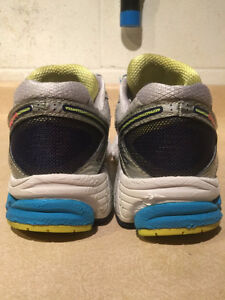 Women's New Balance 860 V4 Abzorb Running Shoes Size 11 London Ontario image 2