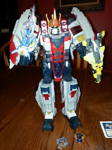 Supreme Class Cybertron Starscream with Star Saber and Skyboom