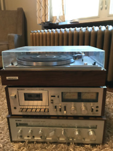 COMPLETE STEREO SYSTEM TURNTABLE CASSETTE DECK RECEIVER AND SPKR