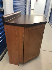 5 Matching Cherry Cabinets & Counter Top - Assorted sizes