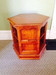 Kroehler Heavy Solid Maple End Table In Very Good Condition