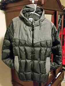 Very clean & warm men's size large 686 down snowboard jacket.