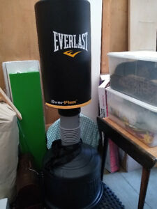 Freestanding punching bag - Sac de frappe au sol