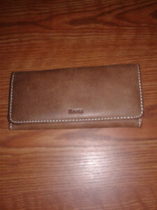Roots lady`s clutch, leather.
