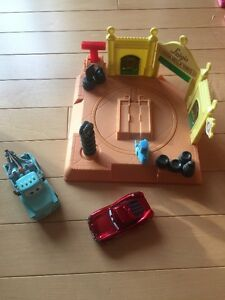 Disney/Pixar Cars & tire shop with Mcqueen and Mater
