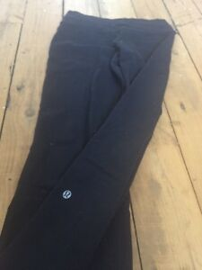 Lulu lemon Groove leggings size 4 Kingston Kingston Area image 2