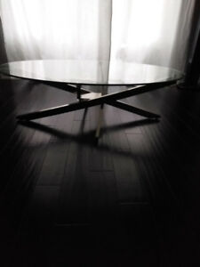 Elegant and stylish oval coffee table with tempered glass