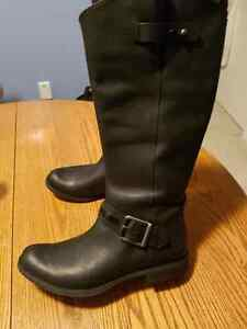 Timberland Leather boots sz 11 =NEW !!!