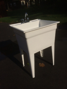 Laundry tub and faucet in excellent condition