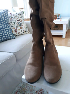 Size 10, Suede, Waterproof, Thick Lined Cougar Womens Boots