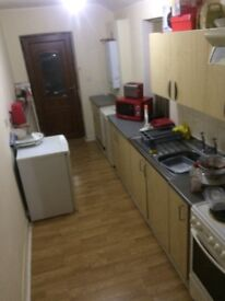 3 bed Flat in Hucknall all Bills included £750 Pcm or £250 per person