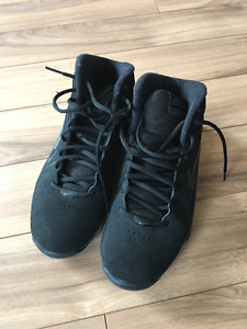 Barely Used Men's Size 8 Nike Basketball Shoes