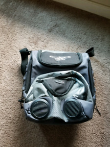 Insulated lunch bag with speakers