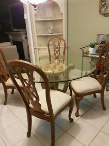 Dinning table and chairs Cambridge Kitchener Area image 1