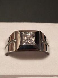 Gents Zirconia Ring unworn new.