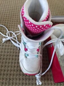 Girls snowboard boots like new used 4 times