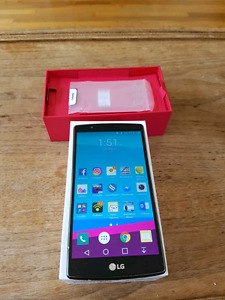 32 GB LG G4 w/ box and charger