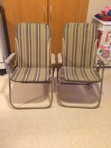2 Folding Lawn Chairs