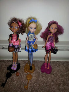 3 Ever After High dolls