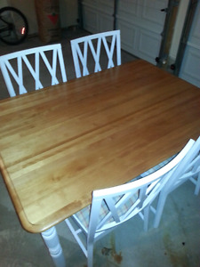 Maple Table + 4 Cushioned Chairs