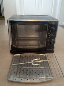 HAMILTONBEACH OVEN BLACK AND STAINLESS STEEL