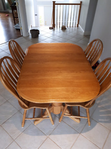 Double pedestal table with 2 leaves and 8 chairs